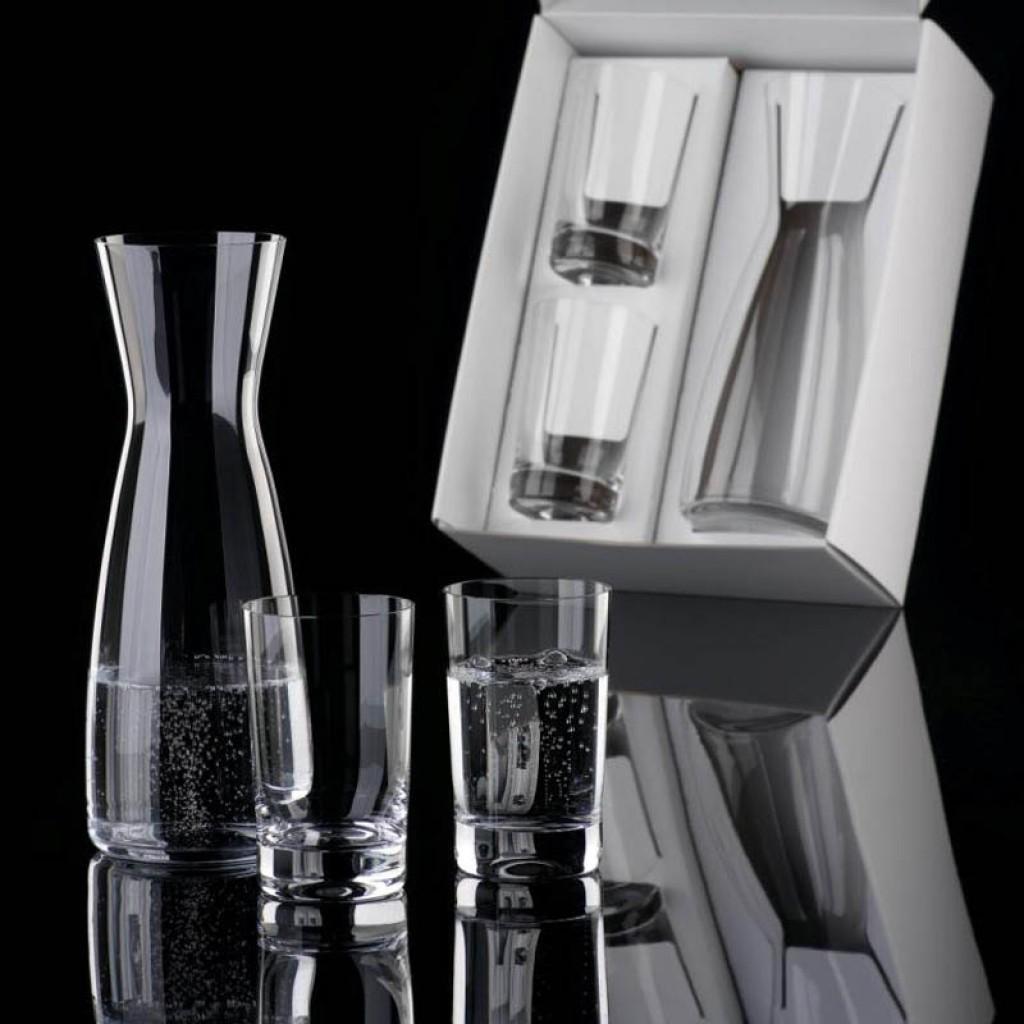 Wasserkaraffe mit Gläsern